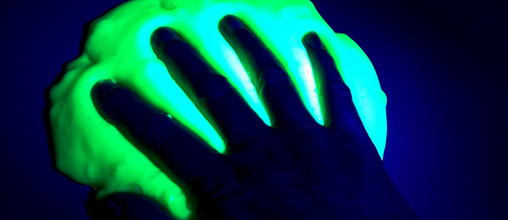 Spooky-Glowing-Fluorescent-Slime-Feature-image-2